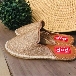 Shoes - NIB!! Pop glitter espadrille mules